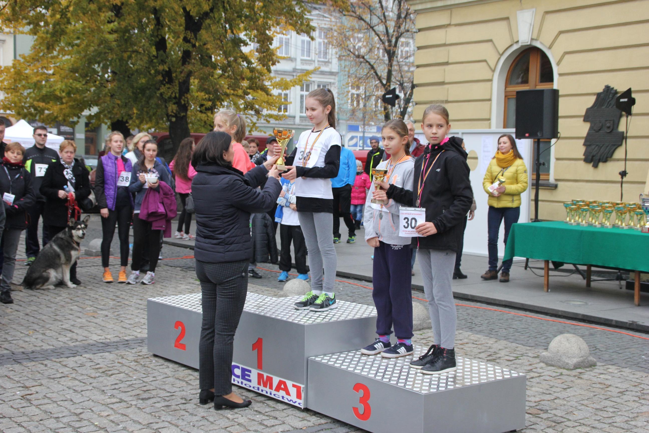 Dekoracja 53. biegi młodzieżowe